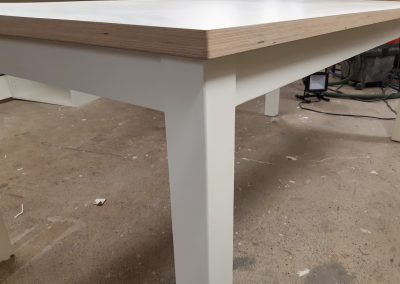 Pöytiä ja pöytätasoja
